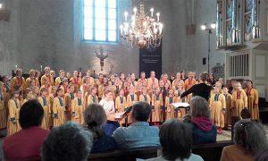 ETV laste- ja kontsertkoor ja EMTA segakoori naiskoosseis, dirigent Silja Uhs,  kandlel Liisi Pley.