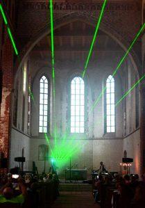 TiitKikase arsenali kuulus tavapäraste luuperite-sämplerite kõrval  sel korral ka ulmeline laserharf.
