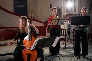 2001. aastal asutatud Prantsuse lauljate-instrumentalistide koosseis Les Paladins keskendub eeskätt XVII–XVIII sajandi muusikadraamale ja on tuntust kogunud kõikjal maailmas, esitades hulgaliselt lavateoseid Monteverdist Rameau'ni.