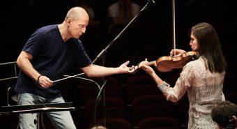 Eesti Festivaliorkestris mängivad kodu- ja välismaal töötavad eesti interpreedid, samuti silmapaistvad muusikud mujalt maailmast. Paavo Järvi radarile jäävad entusiastid, kelle pillimängust on tunda armastust muusika vastu.