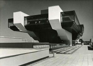 Kui 1972. aastal võeti valitsuses vastu otsus rajada Piritale puhke- ja spordikeskus, siis polnud seal veel sõnagi olümpiast. Tallinna olümpiapurjespordikeskus, vaade endisele Interklubile, nüüdsele konverentsikeskusele. Arhitektid Henno Sepmann, Peep Jänes,  Avo-Himm Looveer, Ants Raid.
