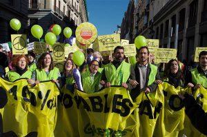 Greenpeace'i aktivistid mullu Madridis meeleavaldusel täielikku taastuvenergiale üleminemist nõudmas.