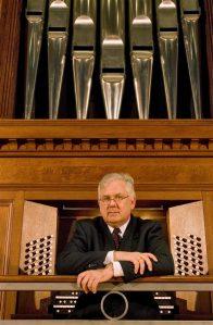Ameerika ühe parima organisti James David Christie orelimäng tõi välja Tallinna toomkiriku ja Tartu Pauluse kiriku orelite erakordse võimsuse ning sügava vaikuse.