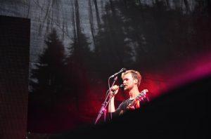 Suurejoonelised instrumentaalkulminatsioonid rõhutavad Marten Kuninga bowielikku lavalist kohalolekut Anna-Maria Jams