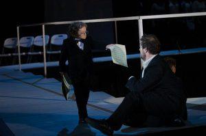 Proua Surm (Mireille Mossé) püüab Eugene Trozami (Uku Uusberg) teispoolsusesse juhatada.