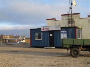 Konteinerterminal Pärnu sadamas (KihnuVeeteed loobus muuseas sellest reisiterminalist alles mullu).
