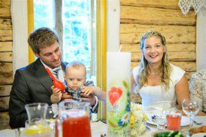 Sülelapse hüpitamine Kristjani ja Heleni pulmas.