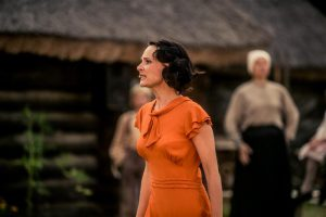 """Ugala """"Kõrboja perenaine"""". Harjumuspärasele Annale füüsilistelt eeldustelt üsna kaugeks jääv kleenuke näitlejanna Kadri Lepp kasvab stseenist stseeni ning loob mõjuva ja oma kires usutava perenaise."""