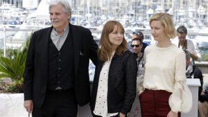 """Maren Ade (keskel) Cannes'is koos """"Toni Erdmanni"""" kahe peaosalise, Winifredi (Peter Simonischek) ja Inesega (Sandra Hüller)."""