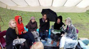 Kui aktivistid ja kunstnikud on ühes telgis, on lootust, et sünnib ühiskonda mõjutav sotsiaalse kunsti projekt. Kati Ilves, Maarin Ektermann, Marge Monko, Siim Tuisk, Flo Kasearu ja Triin Toomesaar arutasid aktivismi ja nüüdiskunsti kokkupuutepunktide üle.