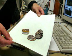 Südamestimulaatorite kiipide testimine.
