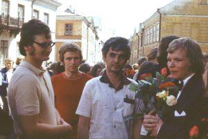 Mart Ustav ja Richard Villems Andres Metspalu lõpetamisel 1976.aastal.