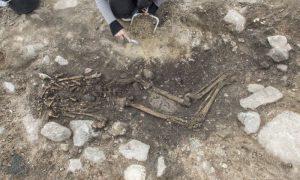 Aasta leidja tiitli pälvisid saarlased Jaan ja Anna Kiider ja Arto Medri, kes Tõllustes ehitustööde käigus välja tulnud muinasaegsetest luustikest andsid kohe arheoloogidele teada ning tähtis leid sai väärilise kohtlemise.