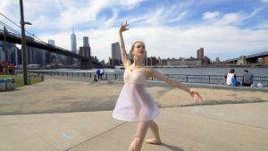 Filmi üks peategelastest, Marita Weinrank, tegemas promovideot New Yorgis.