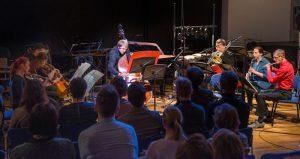 """Ansamblid U: ja EMTA UMA esitasid """"Sügisfestil"""" Gérard Grisey, Tristan Murail' ja Philippe Hureli loomingut."""