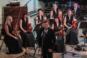 Risto Joost dirigeeris Tallinna Kammerorkestri ees Klaus Simoni seadet Mahleri esimesest sümfooniast, mis tekitas publikus vastakaid arvamusi.