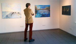 """Ega kunst ole elu, vaid ainult autoriõigusega kaitstud elu kujutis. Lea Libliku näitus """"Jõelinlase rajad üle jõe"""" Tartu kunstimajas."""