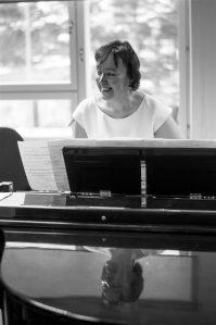 """Kontserdi """"Helikee B-majas. TMKK 55"""" kuraator Diana Liiv oli üks Jüri Reinvere klaverikvarteti esitajatest."""