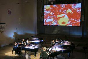Klaveriorkestri kavas kujundasid Gavin Bryarsi uudisteosed koos Raoul Kurvitza videokunstiga põneva maailma.