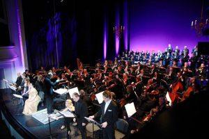 """Orkester ja dirigent ArvoVolmer andsid """"AnnaBolena"""" kontsertettekandel solistide toetamisel peaaegu maksimumi."""