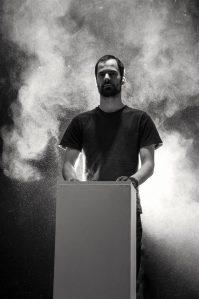 """Karl Saksa """"Seisundit ja disaini"""" läbib pidev katkestuste, ümbermõtlemiste, vahetuste joon"""
