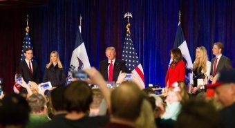 USA presidendiks valitud Donald Trump (pildil koos perekonnaga) lubas kandideerides, et taganeb nii Pariisi kliimaleppest kui ka mitmetest vabakaubanduslepingutest.