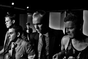 Lauli Otsari revolvritoru ees seisavad Risto Vaidla, Jürgen Gansen, Karmo Nigula ja Markus Habakukk.