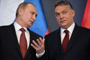 Mida rohkem liberaalse demokraatia ideed narratiivi tasandil õõnestatakse, seda kasulikum on see Venemaa presidendile Putinile,  pildil koos Ungari peaministri  Viktor Orbániga.