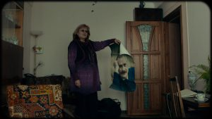 """""""Mõtlesin, milline mees! Ilus ja andekas! Nüüd aga vaatan ja mõtlen, et tõbras."""" Tädi Ljuda Lvivist võtab seinalt maha armastatud Nikita Mihhalkovi plakati."""