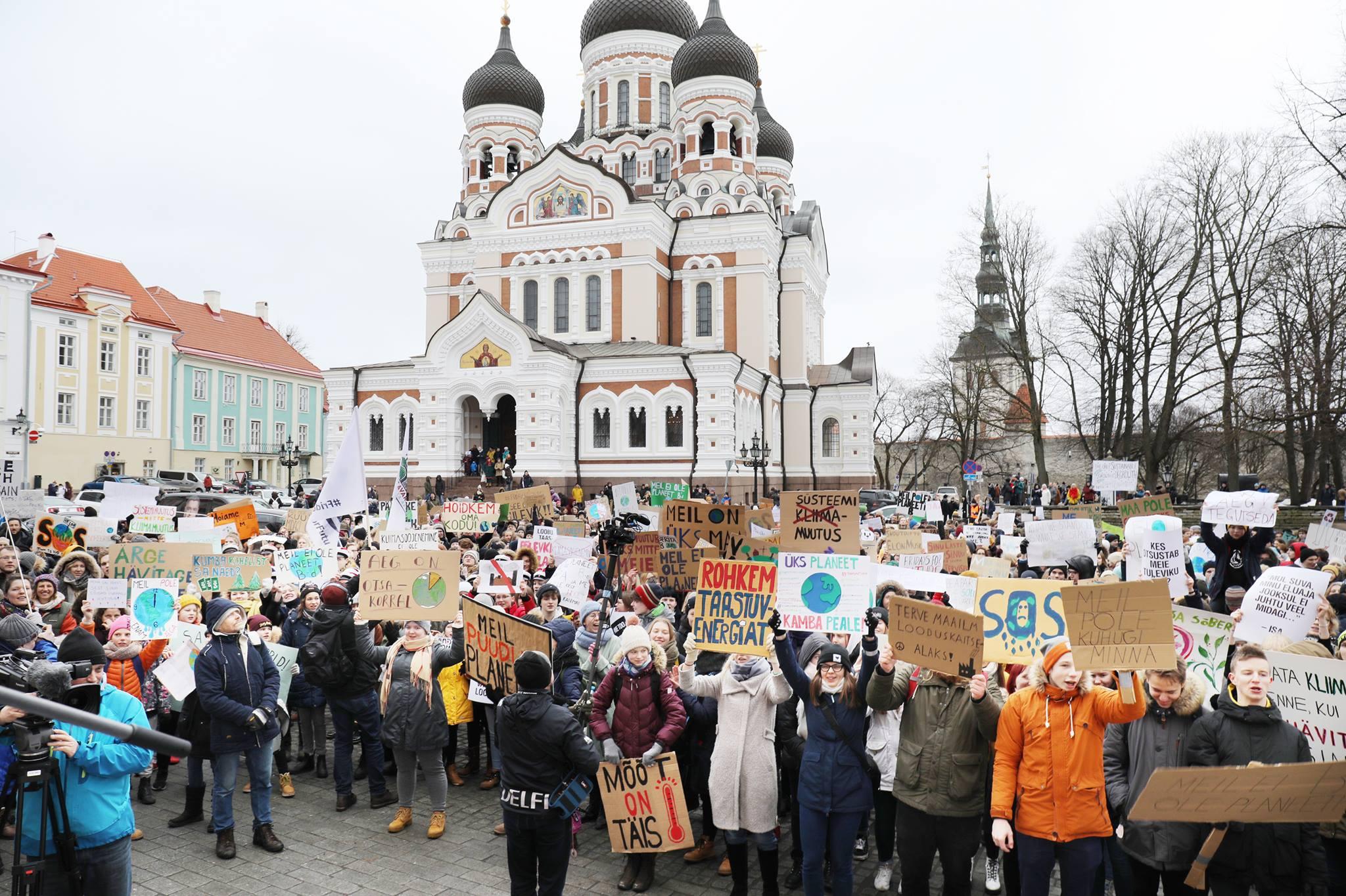 Kliimastreigi korraldanud koolinoorte pöördumine koalitsioonikõneluste juhtide poole